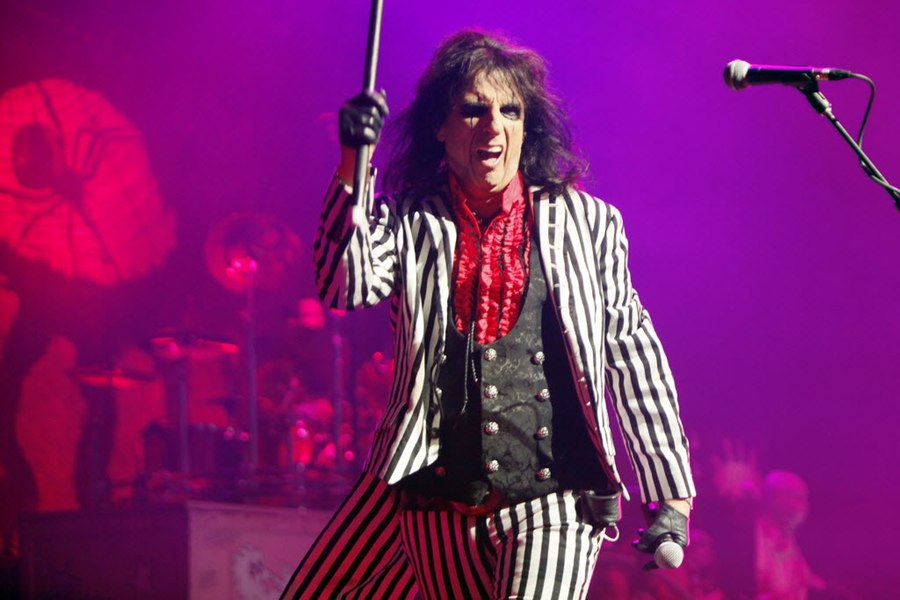 review snazzy alice cooper conducts a rip roaring show at verizon theatre on. Black Bedroom Furniture Sets. Home Design Ideas