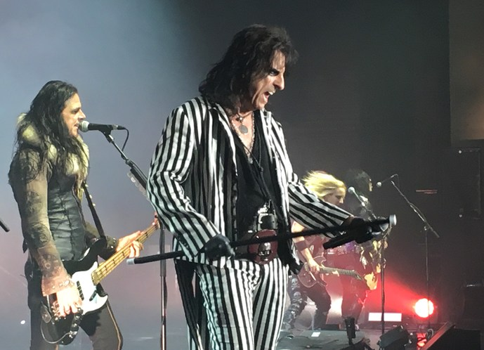 review alice cooper thrills with ageless theatricality at ruth eckerd hall. Black Bedroom Furniture Sets. Home Design Ideas